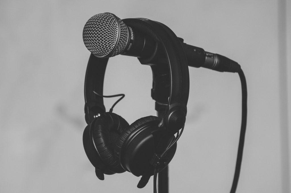 wholesale distributors headphones